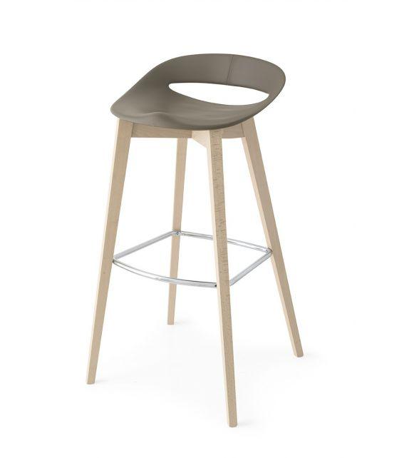Connubia Sgabello Cosmopolitan CB1940 con struttura in legno e sedile in polipropilene da h. 93 cm